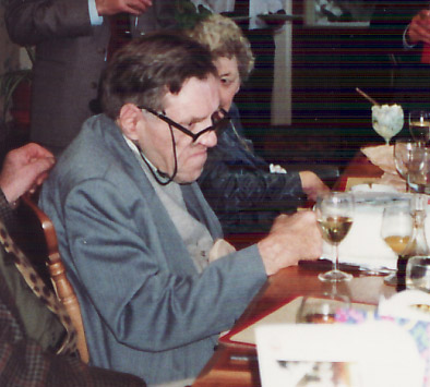 Robert John Owens yn 1991 yn dathlu ei benblwydd yn 70 oed.
